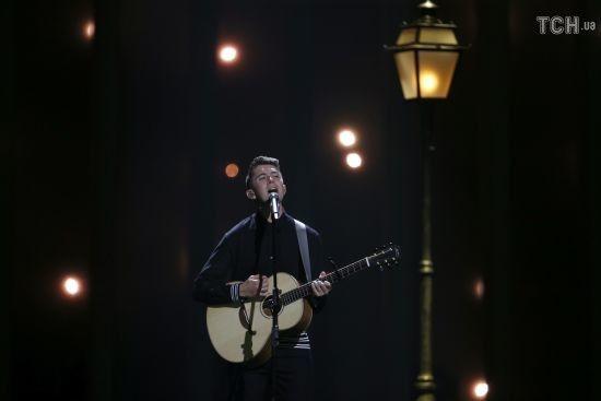 """Сніг та одностатеве кохання: учасник з Ірландії представив ніжний номер на """"Євробаченні-2018"""""""
