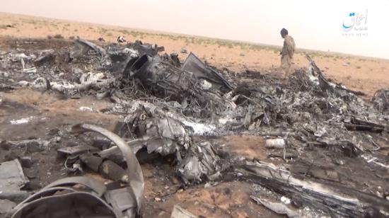 """Терористи """"Ісламської держави"""" показали кадри розбитого в Сирії російського військового вертольота"""