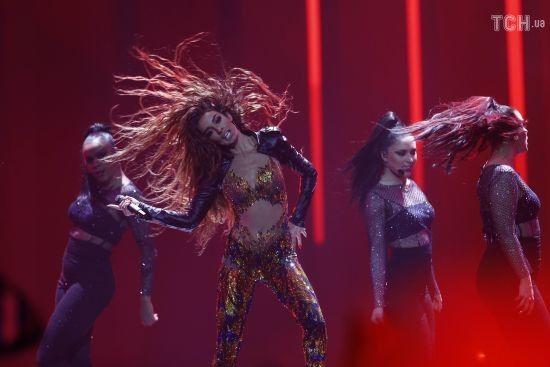 """Зваблива кіпріотка вшкварила енергійні танці на сцені """"Євробачення-2018"""""""