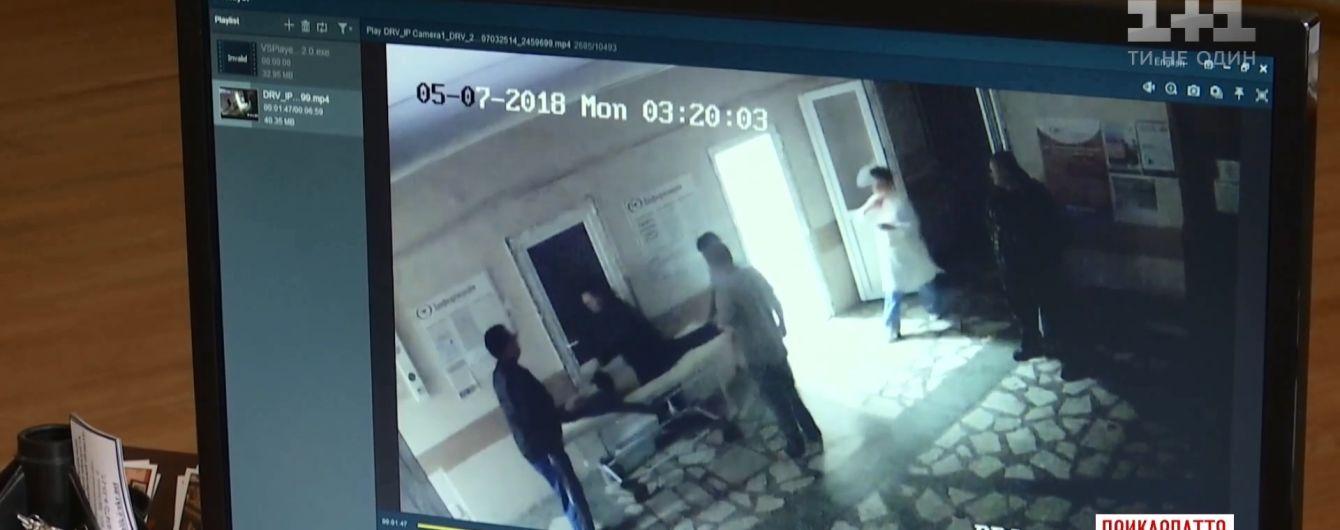 У Калуші родич пацієнтки побив медиків просто в лікарні