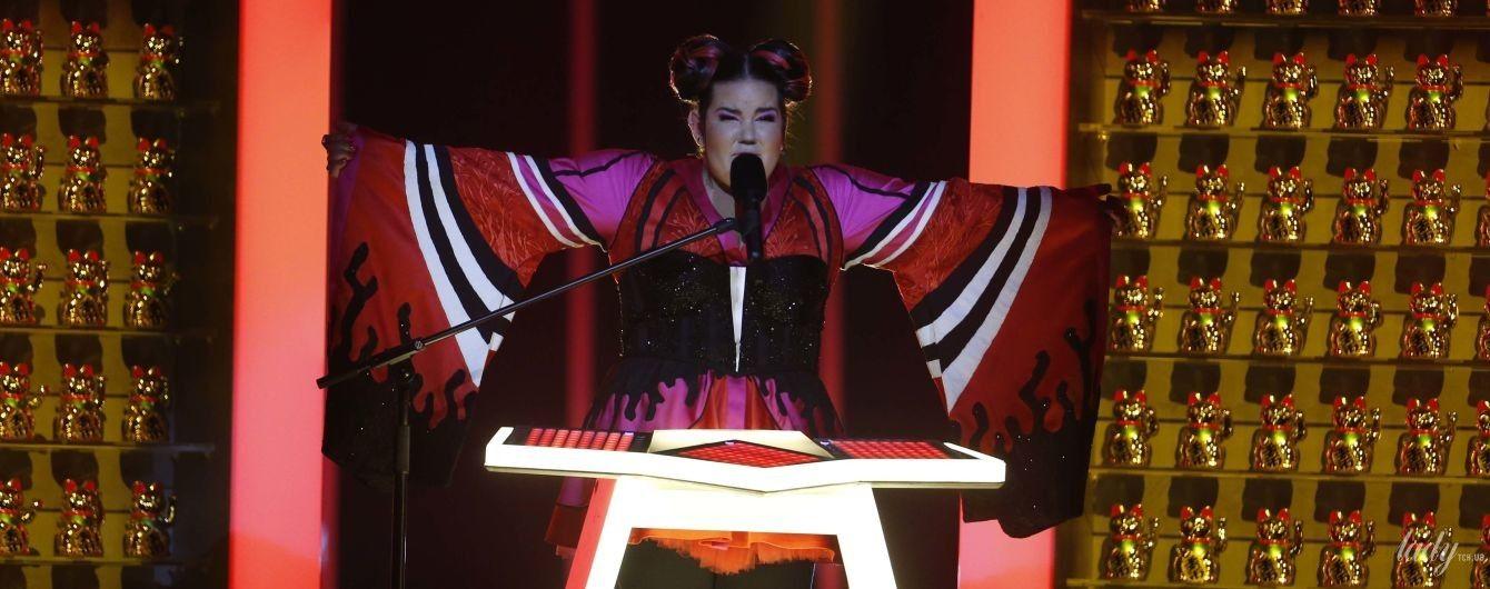 """Самый яркий образ на """"Евровидении-2018"""": красотка в мини со смелым декольте и с экстравагантной прической"""