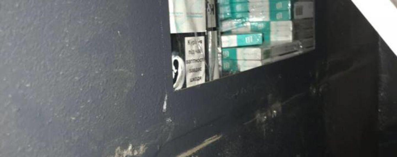 Пограничный пес обнаружил контрабанду под обшивкой рейсового автобуса