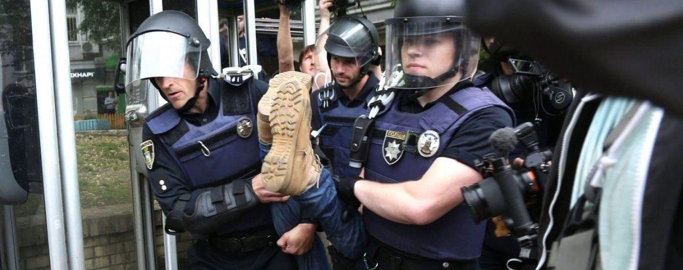 Під час заходів до 9 Травня поліція затримала майже три десятки осіб
