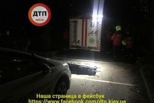 У Києві дівчина впала з 25 поверху під час побачення з хлопцем