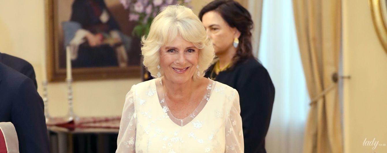 Как невеста: герцогиня Корнуольская Камилла надела на торжественный обед белое платье