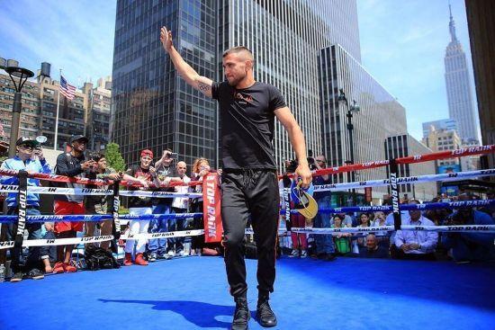 Бій з тінню та вправа з м'ячиком: Ломаченко провів відкрите тренування у Нью-Йорку перед боєм з Лінаресом