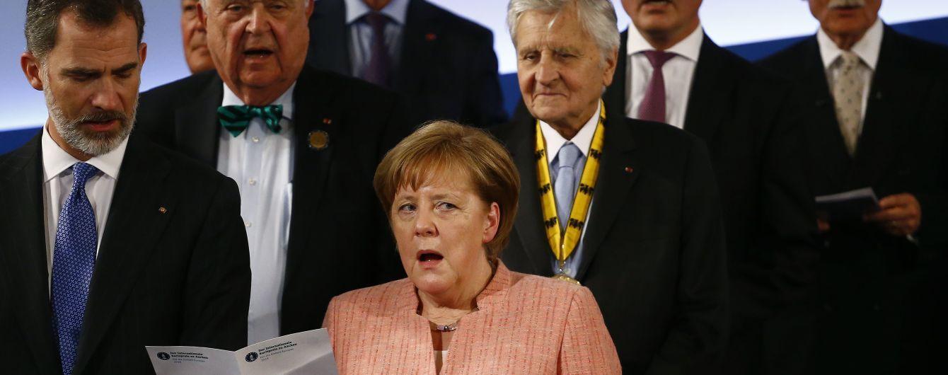 """""""Нужно много времени"""". Меркель пообещала работать над восстановлением целостности Украины"""