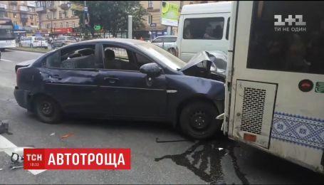 В Запорожье пьяный водитель спровоцировал ДТП с участием десятка автомобилей