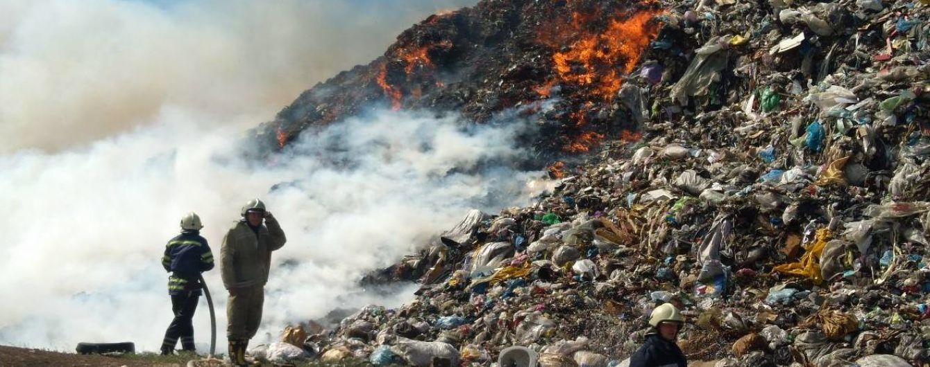 Недалеко от Днепра горит огромная свалка