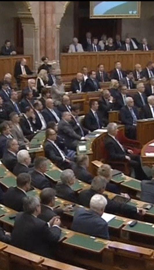 В Венгрии правительство вновь возглавил евроскептик и любимец Кремля