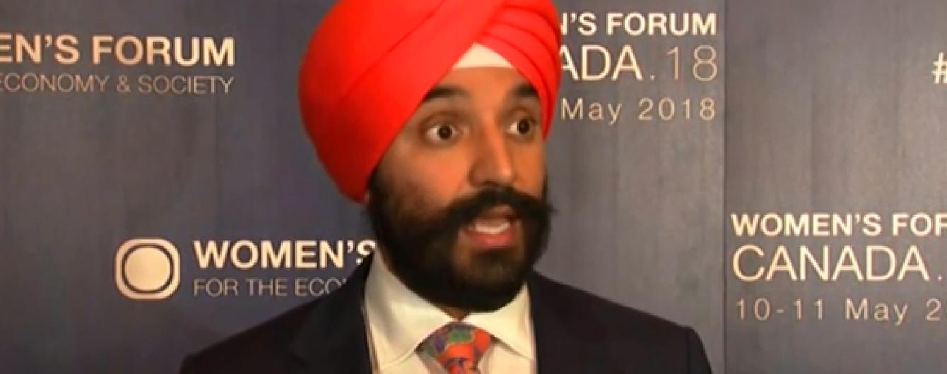 В аэропорту Детройта министра экономики Канады вынудили снять с головы традиционный тюрбан