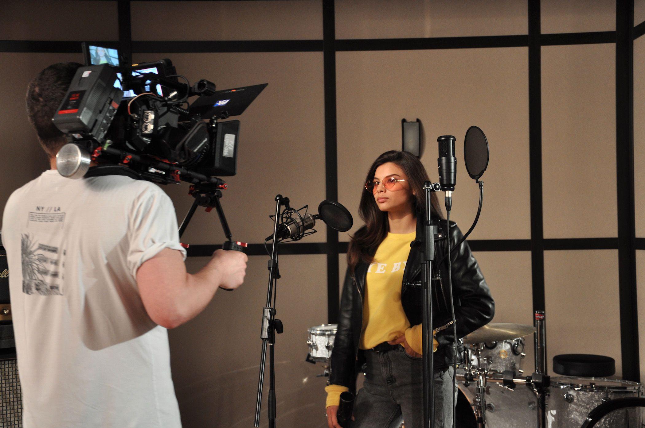 Звезды Mozgi Entertainment записали общую песню наукраинском языке