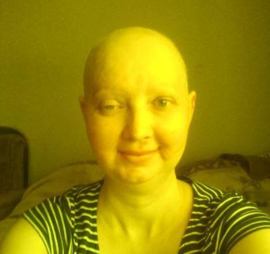 Олена благає допомогти їй здолати рак