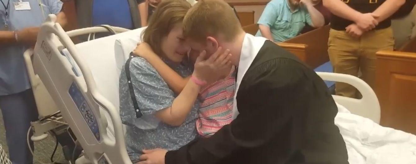 В Теннесси перенесли выпуск из школы из-за больной раком матери ученика