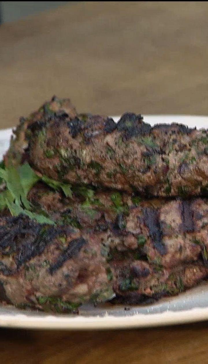 Сочное мясо и аппетитная корочка - рецепт люля-кебаба от Дениса Держуна