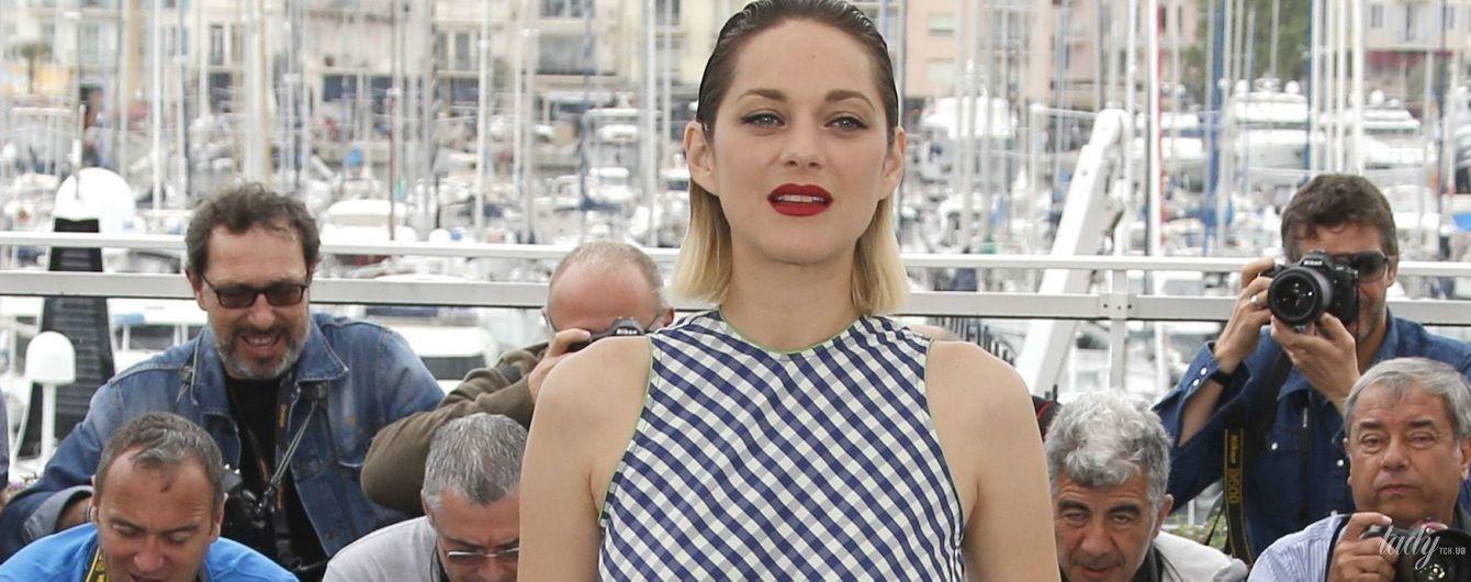 Показала ноги: Марион Котийяр на фотоколле в Каннах