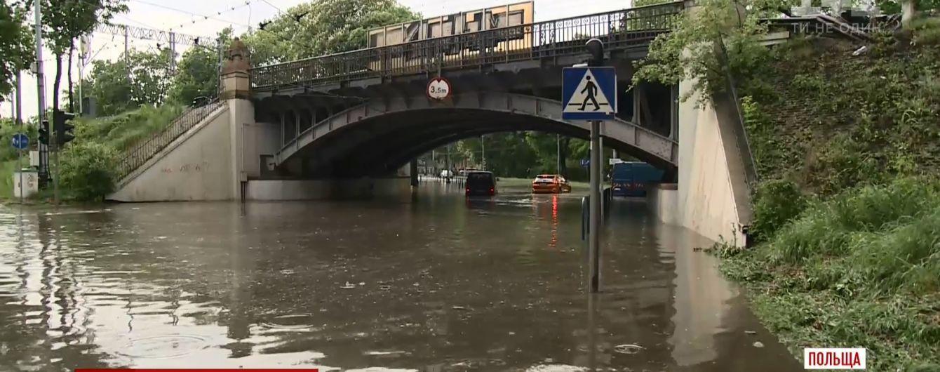 Шторм в Польше: непогода парализовала более чем полумиллионный город Лодзь