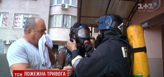 В Одесі через дві машини в підземному паркінгу ледве не згоріла багатоповерхівка