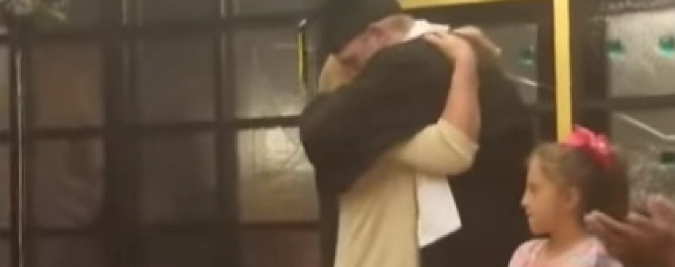В США выпускной перенесли в больницу, чтобы больная мать одного из учеников могла его увидеть