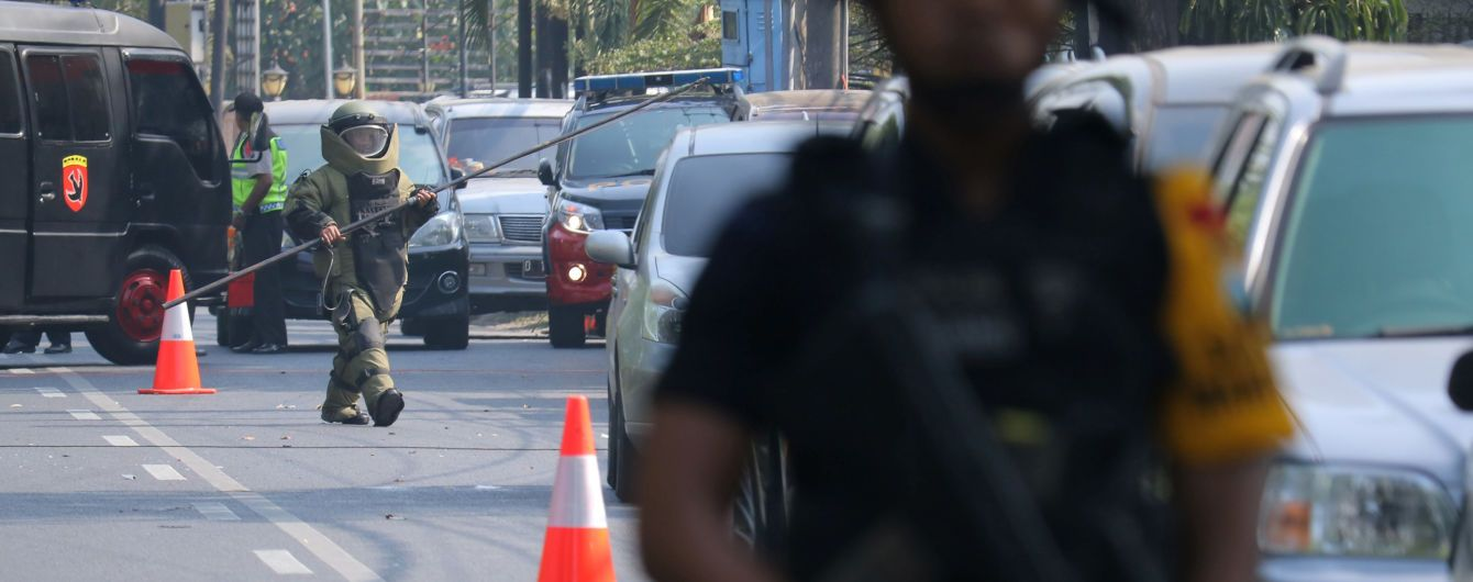 В Індонезії смертники підірвалися у трьох християнських церквах