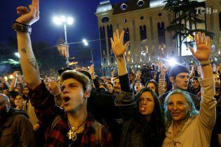 Полиция Тбилиси снесла палатки протестующих под парламентом