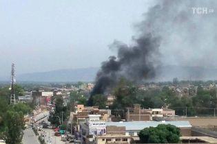 В Афганистане после серии взрывов завязалась перестрелка между силовиками и боевиками