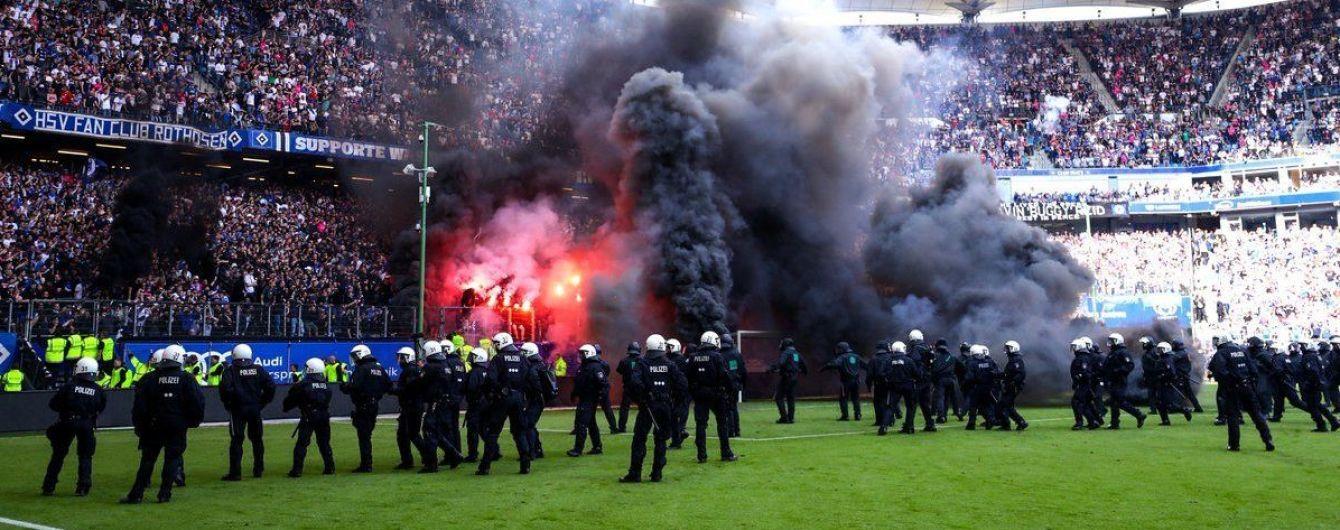 Фанати німецького клубу ледве не спалили газон після останнього матчу в Бундеслізі