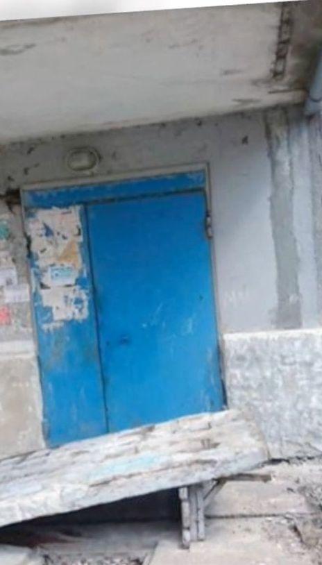 На Донеччині дітей привалила бетонна стіна, що підпирала дашок над під'їздом
