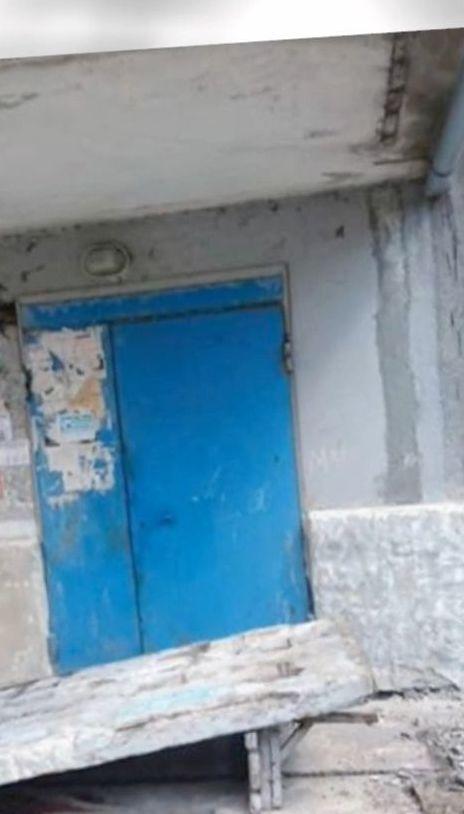 В Донецкой области детей привалила бетонная стена, что подпирала крышу над подъездом