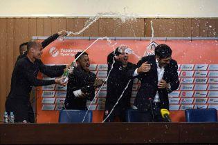 """Зірвана прес-конференція і танці в роздягальні. Як """"Шахтар"""" святкував  чемпіонство"""