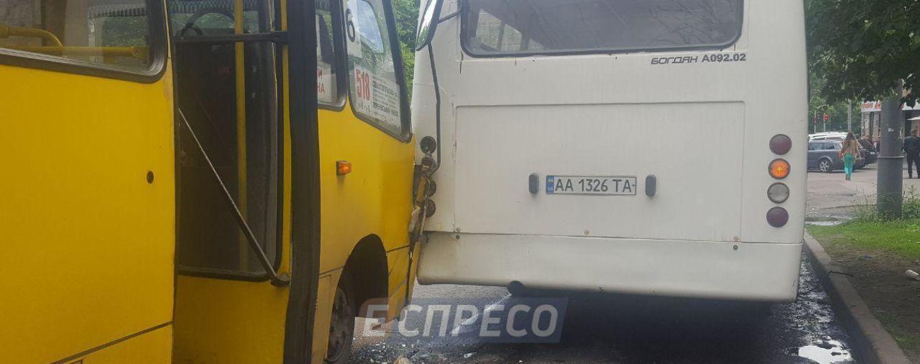 Інсульт за кермом: у Солом'янському районі зіштовхнулись дві маршрутки