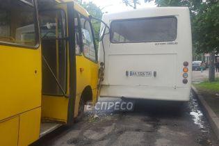 Инсульт за рулем: в Соломенском районе столкнулись две маршрутки