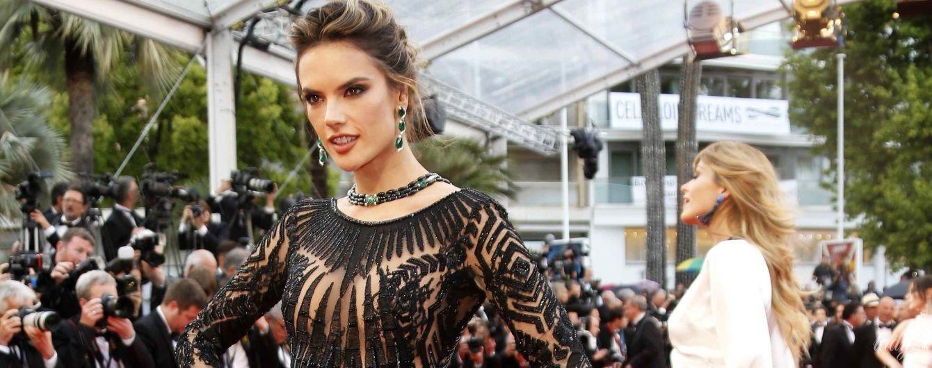 Сдержанно и красиво: Алессандра Амбросио в необычном платье приехала на Каннский кинофестиваль
