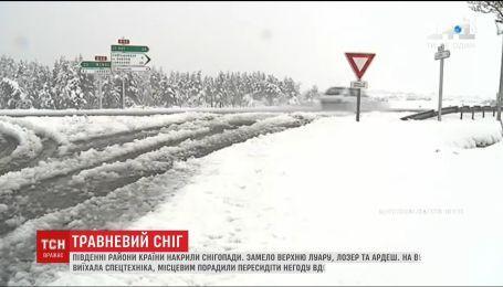 Во Франции выпал снег и вызвал транспортный коллапс