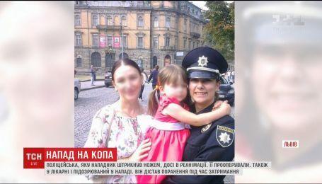 Полицейская, которую ударил ножом водитель-участник ДТП, до сих пор в реанимации во Львове
