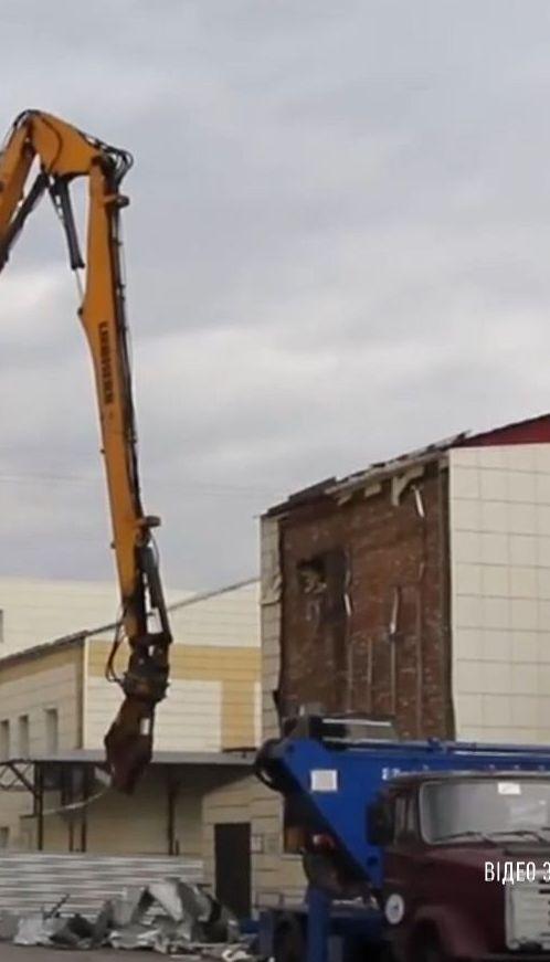 В российском Кемерове сносят торговый комплекс, в котором сгорели десятки людей