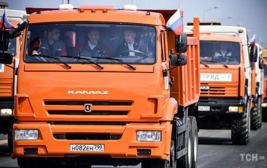 Президент-далекобійник: користувачі соцмереж висміяли, як Путін на КамАЗі відкривав Керченський міст