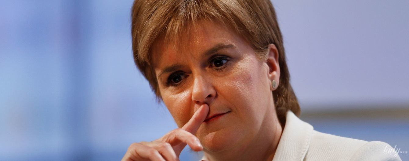 В платье в горох и на шпильках: стильный образ первого министра Шотландии Николы Стерджен