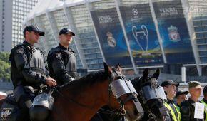 """Перевірка поліцією та собаками. Під """"Олімпійським"""" провели навчання з безпеки до фіналу Ліги чемпіонів"""