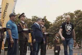 """Ветеран """"Азова"""" объяснил, почему отказался пожать руку Порошенко"""