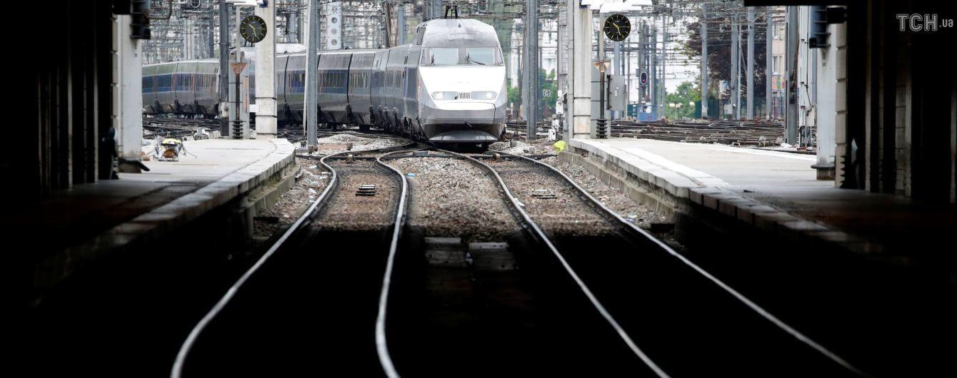 В Японии железнодорожная компания извинилась за то, что поезд отправился на 25 секунд раньше