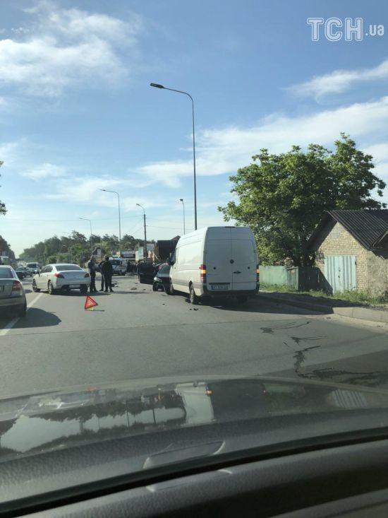 Масштабне зіткнення паралізувало дорогу з передмістя до Києва