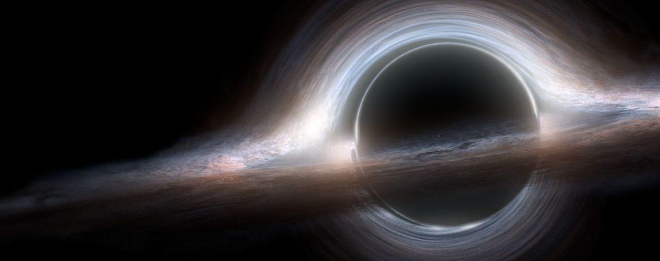 """Ученые обнаружили наиболее """"прожорливую"""" черную дыру"""