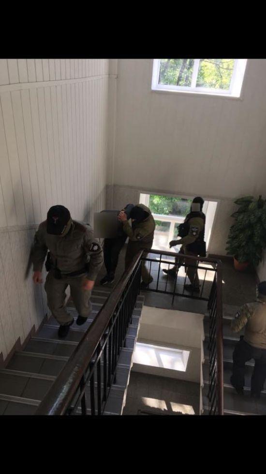 На Київщині знешкодили банду рекетирів, до складу якої входили правоохоронці