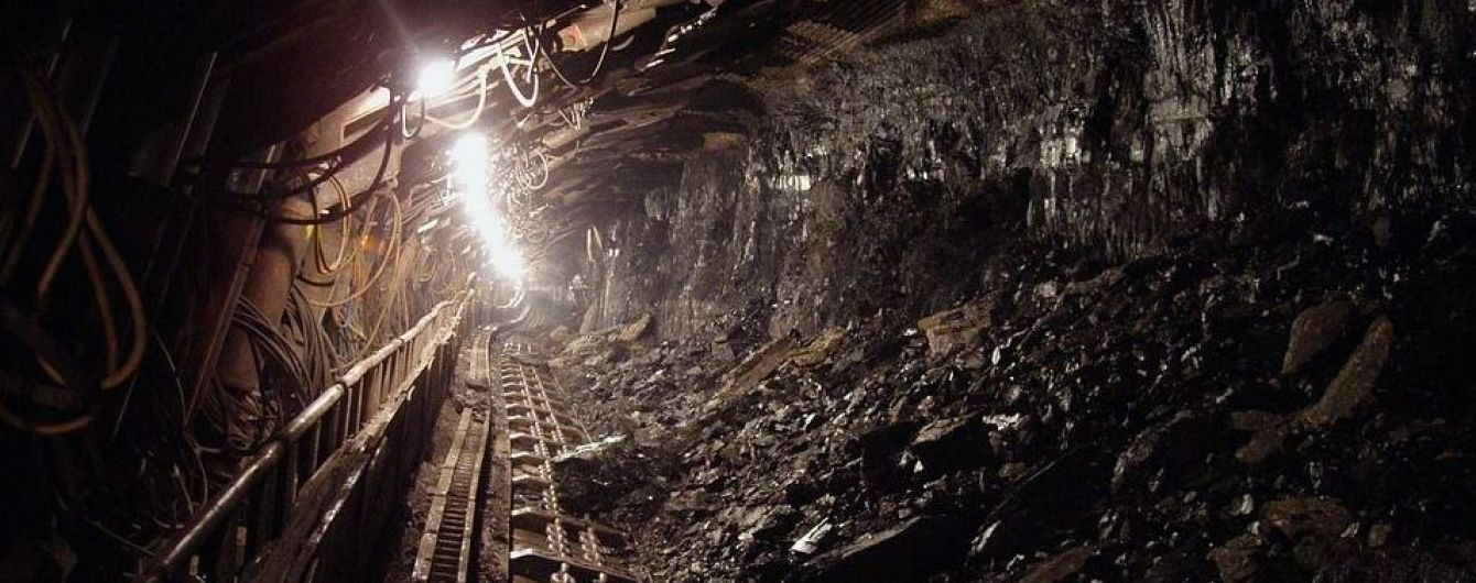 На Луганщине из-за грозы десятки горняков застряли в шахте под землей