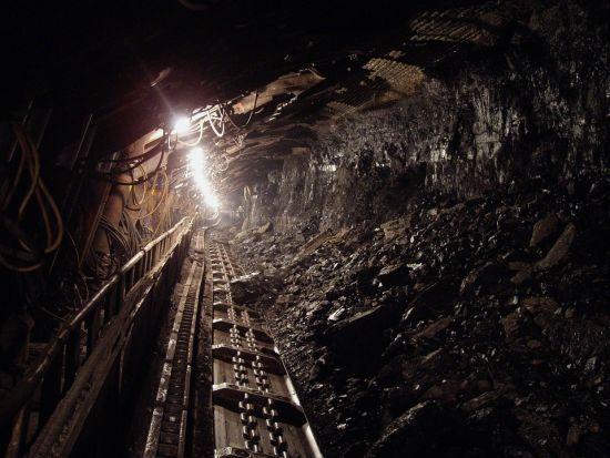 На Луганщині через грозу десятки гірників застрягли у шахті під землею