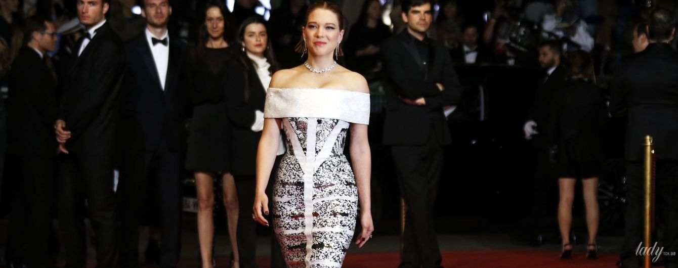 Игриво обнажив плечи: француженка Леа Сейду в красивом образе блеснула на красной дорожке в Каннах