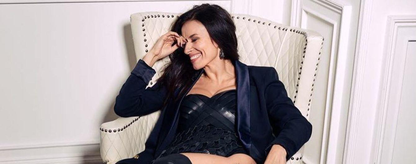 В кожаном мини и ботфортах: сексуальная Надя Мейхер впечатлила откровенным образом