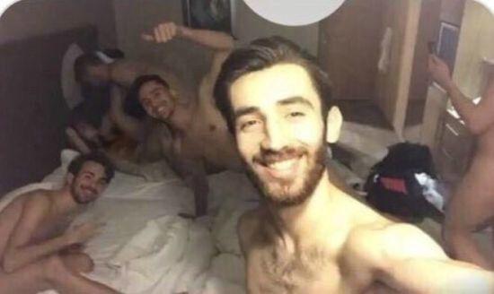 """П'ятеро турецьких спортсменів вляпалися у гучний скандал після фото """"груповухи"""""""