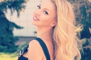 В полосатом купальнике и в маске: Оля Полякова поделилась снимком с отдыха